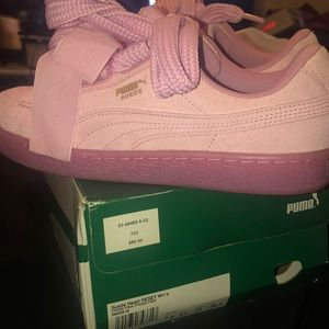 Used ladies puma sneakers